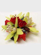 Wrist-and-Lapel-Corsages-image1