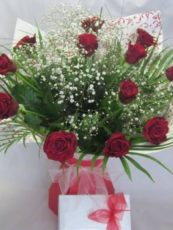 red-Roses-in-Chocolates-image1