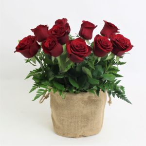 red roses in natural jute bag